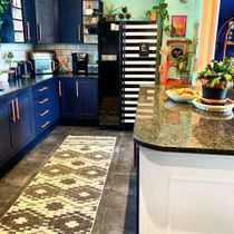 If you're a fan of eclectic interiors, more is more when it comes to decor!  Let your personality shine by adding colour and bringing in decor pieces that make a statement. ☀️ Link in bio to shop the look!👆  📸 Via: @retrobirdhouse . . . . . #iamfy #rugs #kitchen #styleinspiration #trending #cornerofmyhome
