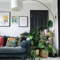 Achieve this contemporary-bright look by following the Link in Bio 🌿 👆  📸 Via: @homemade_hannah . . . . . #iamfy #art #artprints #lighting #trending #cornerofmyhome
