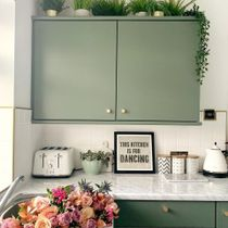 Colour in the kitchen isn't an idea often used, mostly out of fear of too much pop, but this collection is an exception 💚  Link in Bio to Shop 👆  📸 Via: @homeatvictoriaroad . . . . . #iamfy #art #artprints #kitchen #trending #cornerofmyhome